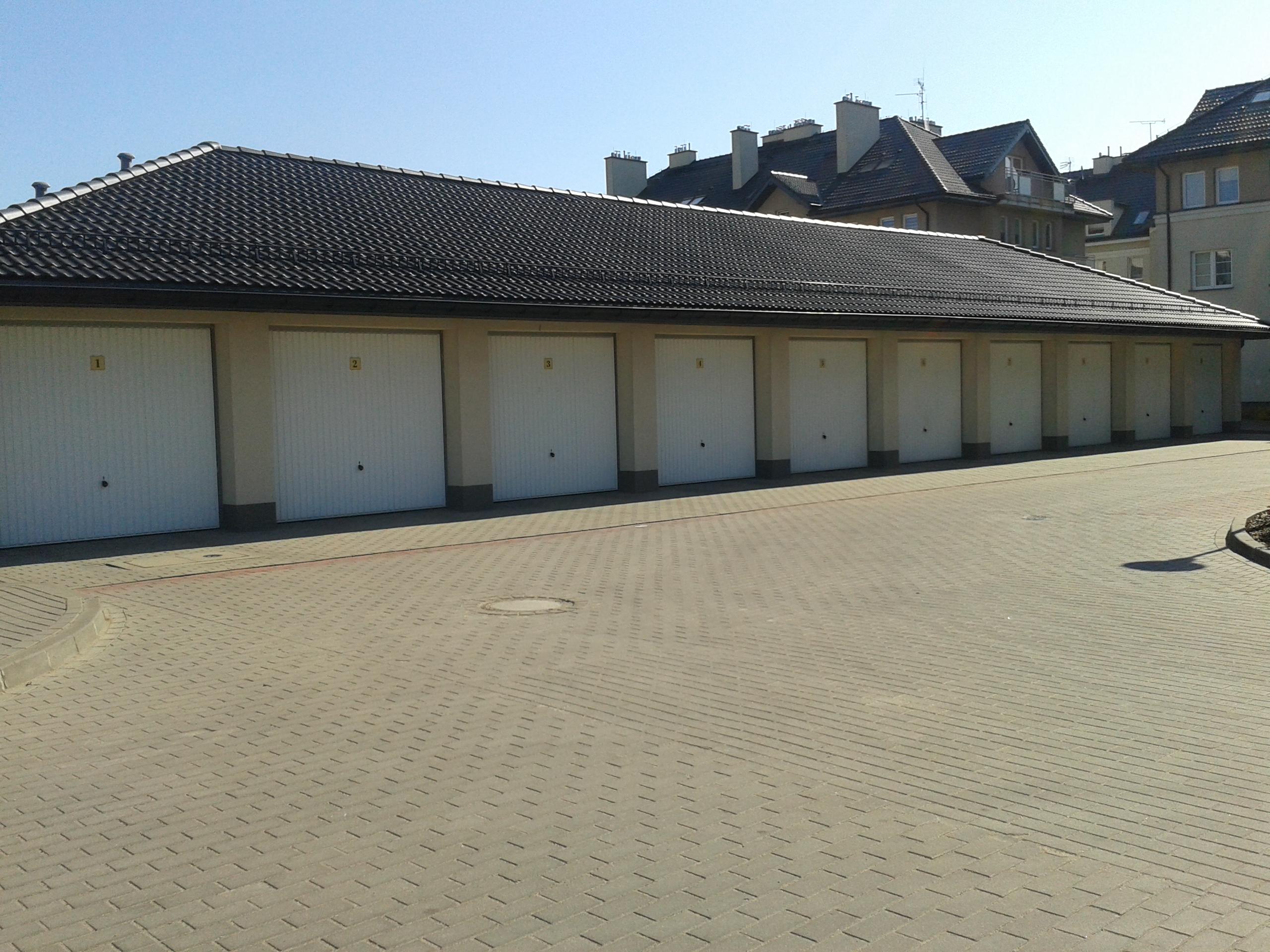 Zdjęcie garaży w Warszawie