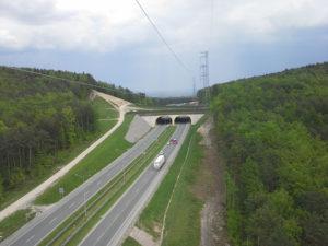 Widok linii wzdłuż drogi krajowej S7